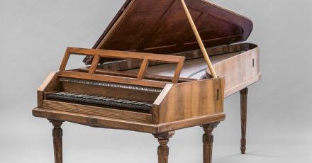 «La vie sans fin des anciens pianos» Andrée-Marie Dussault // www.revuehemispheres.com