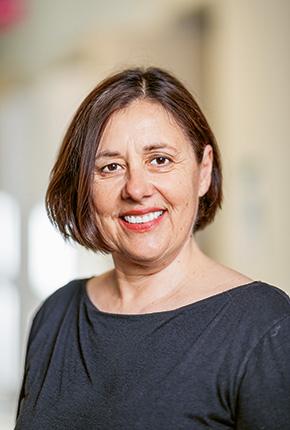 Entre médecins et infirmiers, une hiérarchie tenace - Liliane Staffoni // www.revuehemispheres.com